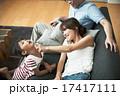 母 寝転ぶ 団らんの写真 17417111