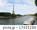 セーヌ川とエッフェル塔 17435289