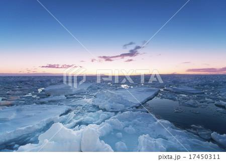 流氷の朝焼け 17450311