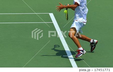 テニス インパクトの瞬間 17451771