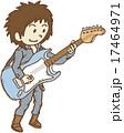 ギターを弾く男性 17464971