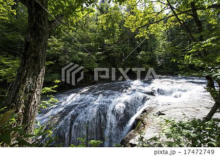 白扇の滝(北海道 恵庭 ラルマナイ) 17472749