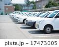 一列に並ぶ白い車 17473005