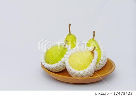 木製フルーツ皿入りの甘くて美味しい「西洋なし」の写真素材 [17478422] - PIXTA