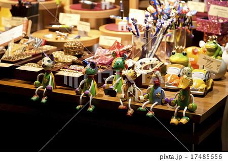 ドイツのクリスマスマーケットの木彫りのお土産 17485656