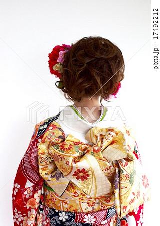 着物姿の女性 後ろ姿 バックスタイル 17492212