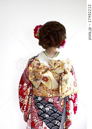 着物姿の女性 後ろ姿 バックスタイル 17492213