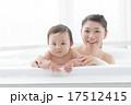 入浴 泡風呂 笑顔の写真 17512415