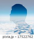 男性のシルエットと雲 17522762