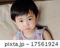 怒った顔の幼児 17561924