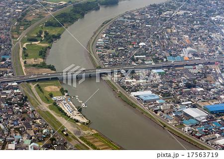 埼玉県八潮市の中川にかかる共和橋付近を空撮 17563719