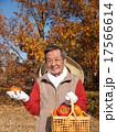 おじいさん 持つ 男性の写真 17566614