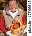 おじいさん 持つ 男性の写真 17566615