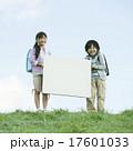 小学生 メッセージボード 子供の写真 17601033