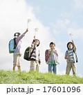 小学生 子供 風車の写真 17601096