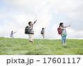 小学生 子供 草原の写真 17601117