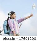 小学生 子供 風車の写真 17601208