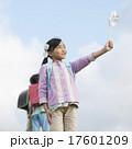 小学生 子供 風車の写真 17601209