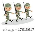 銃を担いで行進する自衛官・軍人(複数人・3人) 17613617
