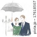 傘をさすカップル 17618507