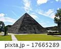 ピラミッドのある公園 17665289