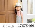 祖父母の家に遊びに来た孫 17675469