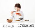 シニア 食事 食べるの写真 17680103