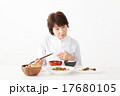 食欲がないシニア女性イメージ 17680105