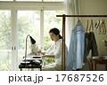 家事をする女性 17687526