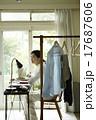 家事をする女性 17687606