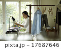 家事をする女性 17687646