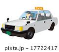 ドライバーさんが乗っている白いタクシー 17722417
