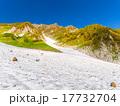 北アルプス・秋の白馬岳 紅葉の大雪渓 17732704