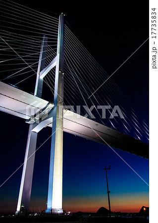 女神大橋の夕暮れとライトアップ 17735834