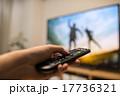 液晶テレビ TV 手の写真 17736321