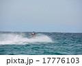 ジェットスキーを楽しむ男性(2) 17776103