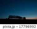 夕暮れの空にかかる三日月と金星 17796992