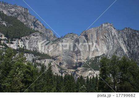 渇水期のヨセミテ滝 17799662