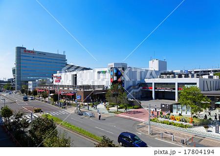 青空が広がるさいたま新都心駅前のコクーンシティ 17804194