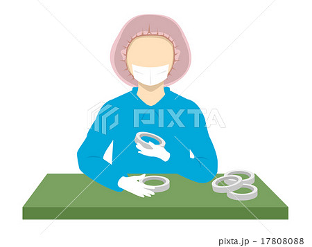 検品する女性スタッフ_01 17808088
