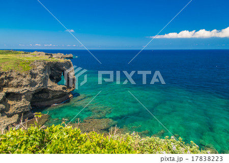沖縄県 万座毛の景色 17838223