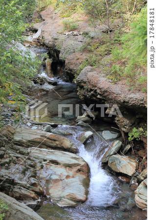 別子銅山の焼鉱窯群跡のカラミ 17848181
