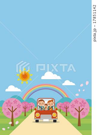 ドライブを楽しむ家族(春・青空) 17851142
