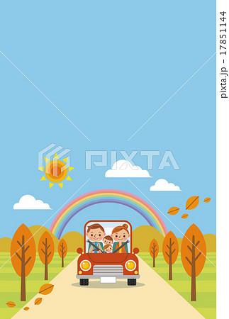ドライブを楽しむ家族(秋・青空) 17851144
