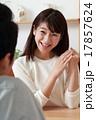 婚約 婚約指輪 笑顔の写真 17857624