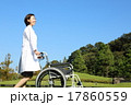 車椅子と白衣の女性 17860559