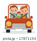 マイカーでドライブを楽しむ3人家族 17871154