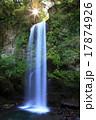 夕日の滝と朝日 17874926