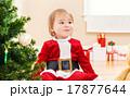 子供 女の子 サンタの写真 17877644