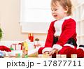 子供 女の子 サンタの写真 17877711